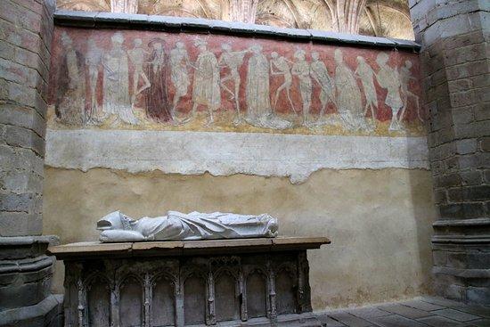 Abbatiale de la chaise dieu fresque de la danse macabre for Chaise dieu danse macabre