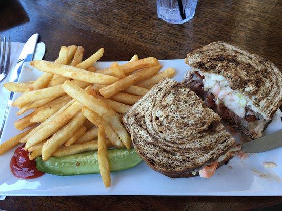 Harbor Grill: seared tuna sandwich