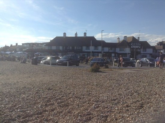 Bexhill-on-Sea, UK: Hotel on the beach!