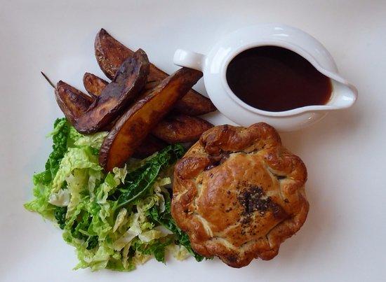 Upton St Leonards, UK: Steak and Ale pie