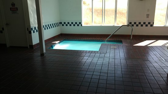 Days Inn and Suites Sequim: Hot Tub