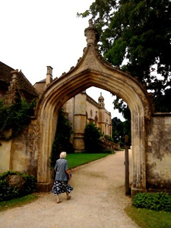 Fox Talbot Museum at Lacock Abbey: Entrance to Lacock Abbey