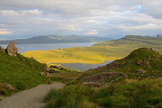 Garalapin House Bed & Breakfast: Views from the Old Man of Storr
