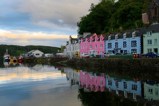 Garalapin House Bed & Breakfast: Town of Portree