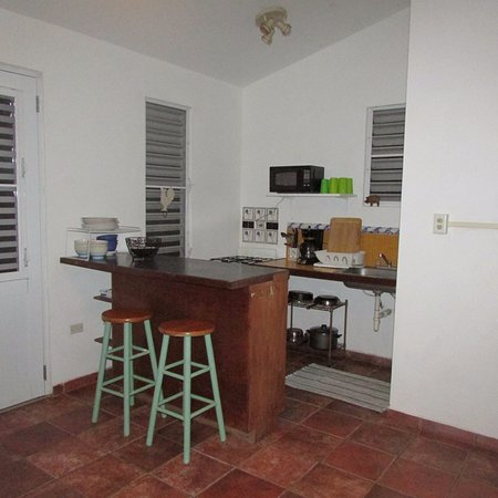 Tropic Cabanas: Kitchen that saved us loads of money during our stay. The blender was used a lot!
