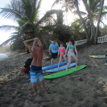 Tropic Cabanas: Surfing lessons just down the road!