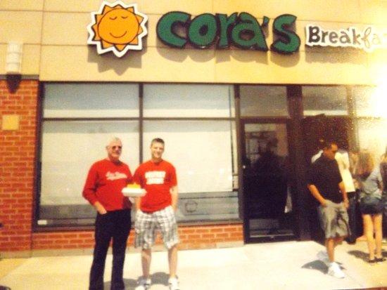 Cora's : Huge lineup