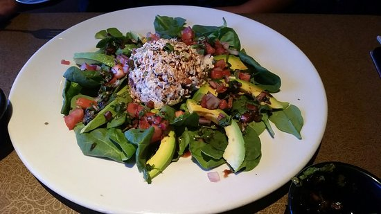 Luna De Noche: Great salads if your trying to eat healthy lunch potions ate smaller
