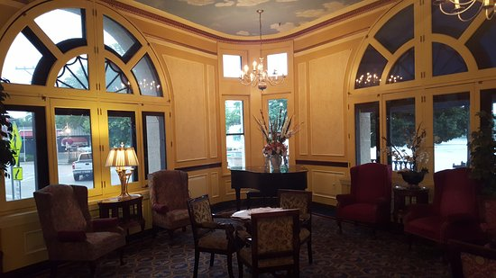 Marietta, OH: View of a lobby sitting room