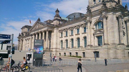 Berlin Kontouren: Reichstag von außen