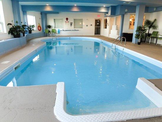 Comfort inn suites medicine hat bewertungen fotos for Swimming pool preisvergleich