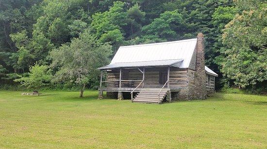 Montebello, VA: Pioneer Cabin