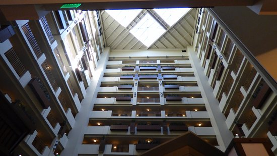Embassy Suites by Hilton Orlando Lake Buena Vista South : Hotel from the inside.
