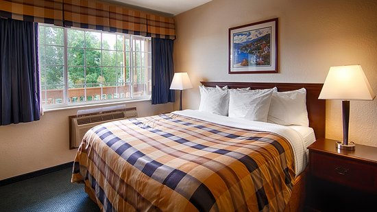 Chilton, WI: King Guest Room