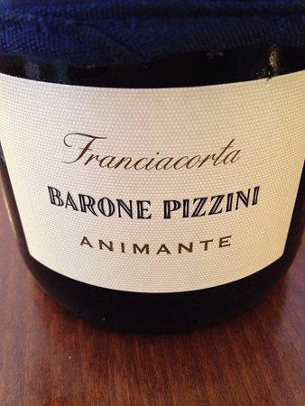 Vinoteca Fano : Abbiamo fatto un passaggio per un bicchiere di vino bianco e abbiamo bevuto un franchiacorta è u