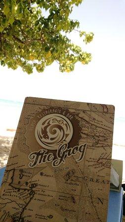 The Grog Rocky Cay San Andres: Com o pé na areia