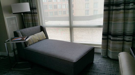 Westin Alexandria: Nice lounger for reading. Not a great view.