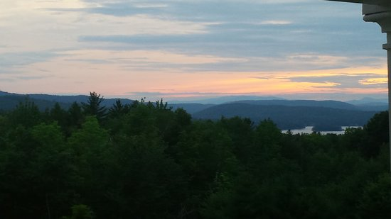 Ballard House Inn: View from the deck is glorious (at sunset in this instance). Very relaxing seats to enjoy it fro