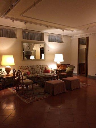 Relais Santa Chiara Hotel: Outra sala de estar do hotel