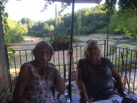 Paunat, Francia: Enjoying an aperitif