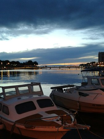 Zadar County, Croácia: Zara di sera
