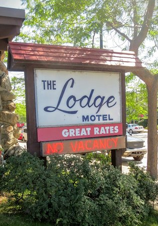 Lodge at Charlevoix: Motel was often booked solid during the week.