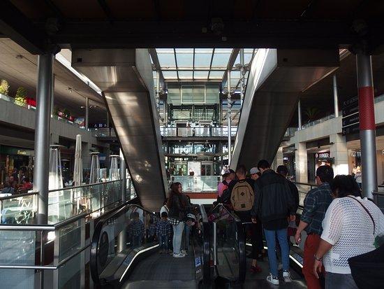 Espacios abiertos fotograf a de centro comercial la - La maquinista centre comercial ...