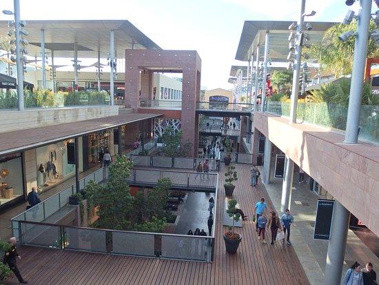 Centro Comercial La Maquinista: Nivel superior