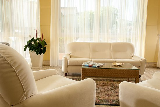 Hotel astoria reviews price comparison cervia italy for Divano wonder