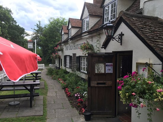 Winkfield, UK: Front of pub