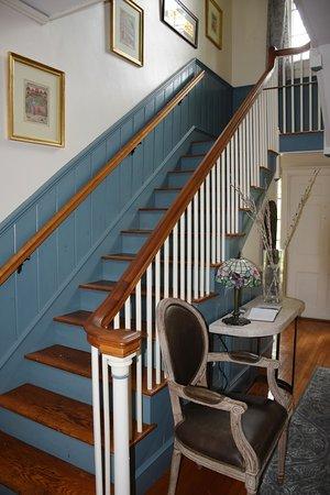 Hawthorne Inn: Stairway