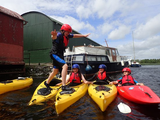 Nenagh, Irland: Raft running fun!