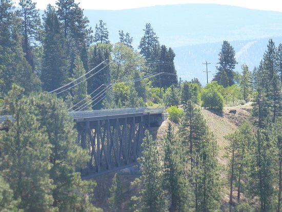 Summerland, Kanada: A trestle spaning a canyon. The Kettle Valley Line - outside of Penticton, B.C.