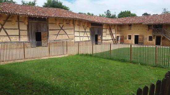 Musée de la Bresse-Domaine des Planons : Farm from the outside