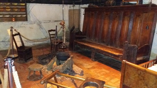 Musée de la Bresse-Domaine des Planons : typical heard fire place