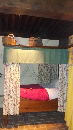 Musée de la Bresse-Domaine des Planons : These beds accommodated up to 4 young maids per bed