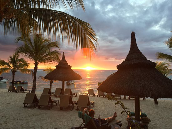 Beachcomber Le Victoria Hotel: Wonderful place, daytime and in sunset!