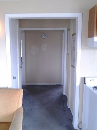 Ocean Shores, WA: The hallway between the two bedrooms. Notice the light on the wall missing the cover.
