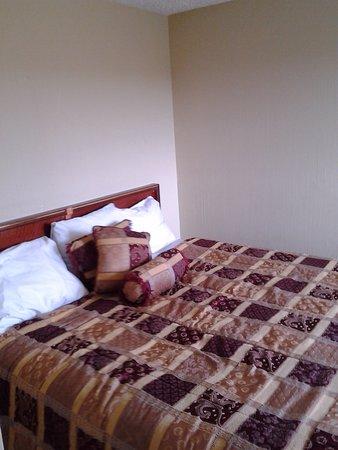 Ocean Shores, WA: Our corner bedroom.