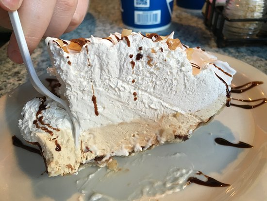 Arena's Deli : The best peanut butter pie!