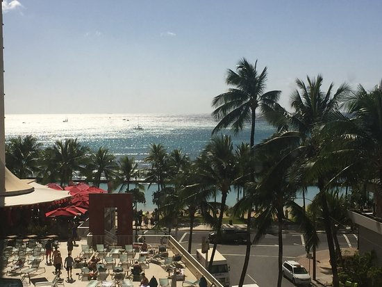 Hotel Renew: ocean is very close by!