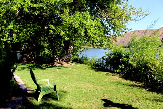 Warm Springs Inn & Winery : Down by the river.
