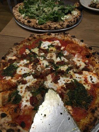 Talula's Pizza : meatball and arugula pizza - meat ball rocked !