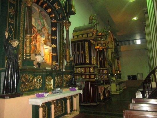 Casco Antiguo : Altar de oro de iglesia San José