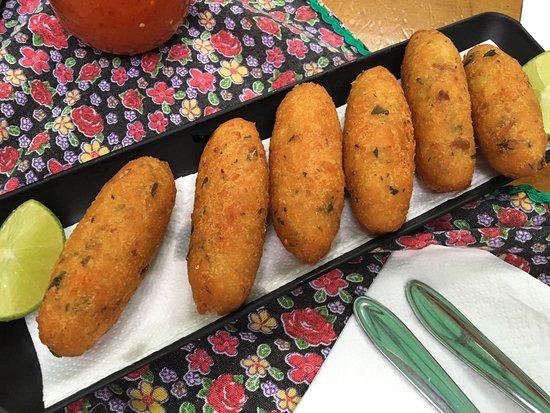 O Brasileirinho: Os pratos do cardápio são excelentes, desta vez experimentei os bolinhos de bacalhau de entrada
