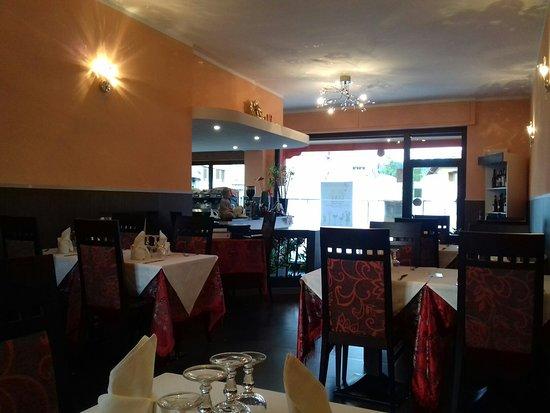 Prato Sesia, Italien: 20160801_195400_large.jpg