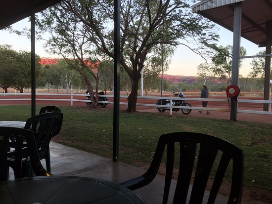 Victoria River, Australia: Verandah seating at front of Roadhouse