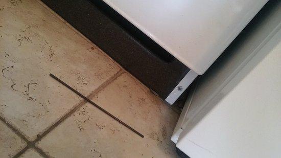 Seaside Villas Resort: First impression - dirt and straw on kitchen floor