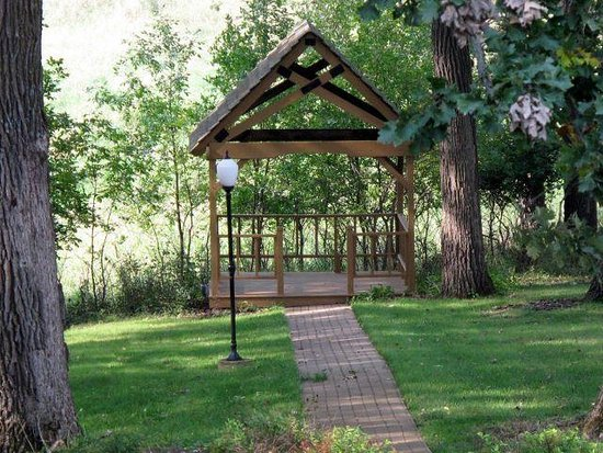 Spirit Lake, IA: A gazebo overlooking a large pond provides an excellent backdrop for a wedding ceremony!
