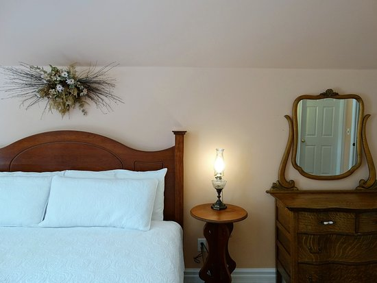 Spirit Lake, IA: The inn has a 2-room king suite with a private veranda overlooking the grounds.